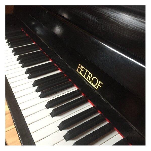 Petrof piano 115